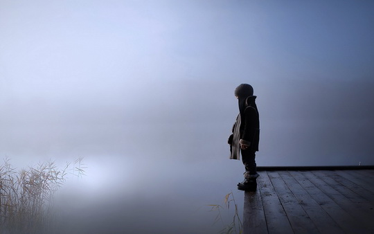 kids-children-sad-lonely-fog-lakes-alone-cold-winter-pain-look-wallpaper-1